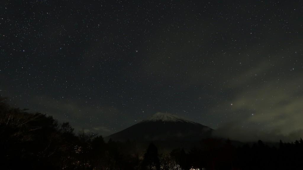 星空と富士山a